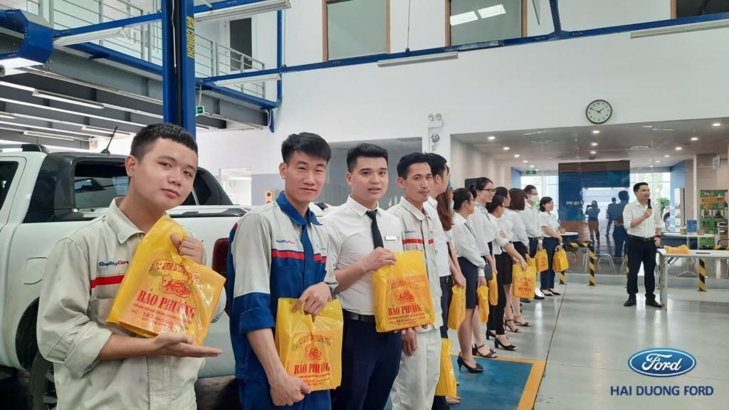 Showroom Ford Hải Dương tổ chức trao quà Trung Thu cho CBCNV