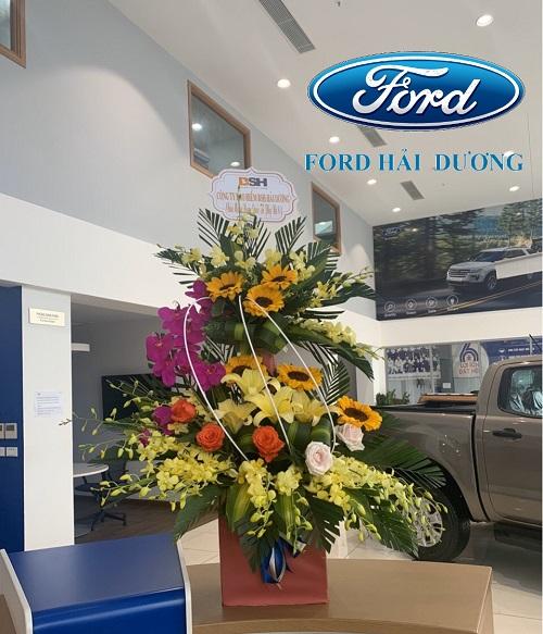 Lẵng hoa được gửi tặng nhân ngày 8-3 từ đối tác Bảo hiểm