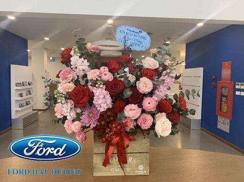 Lẵng hoa được gửi tặng nhân ngày 8-3 từ đối tác ngân hàng