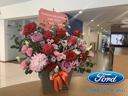 Lẵng hoa được gửi tặng nhân ngày 8-3 từ Đại lý Toyota